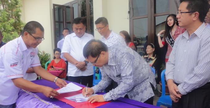 Ketua Sinode GMIM, HWB Sumakul