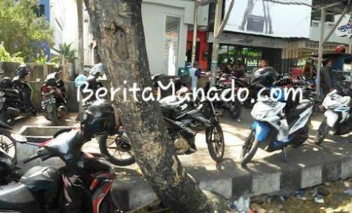 Parkir di Trotoar, Sepeda Motor Milik Ibu Rumah Tangga Ini Raib