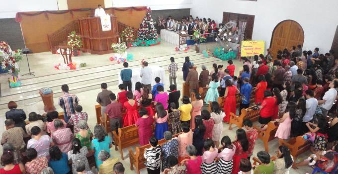Ibadah di GMIM Alfa-Omega Rumengkor