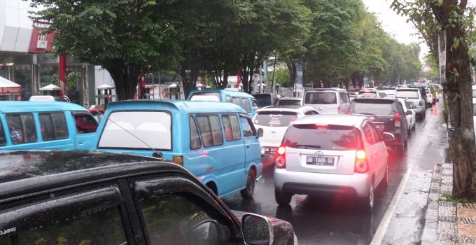 Jalan Ahmad Yani Jalur Satu Arah Macet