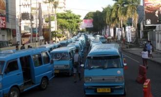 Ini Foto-foto Kemacetan Parah di Pusat Kota Manado Akibat Jalur Satu Arah