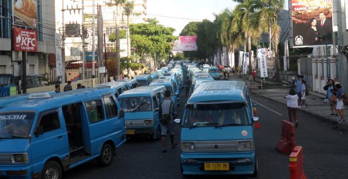 Macet Gedung Juang, jalur satu arah, mikrolet, angkutan kota