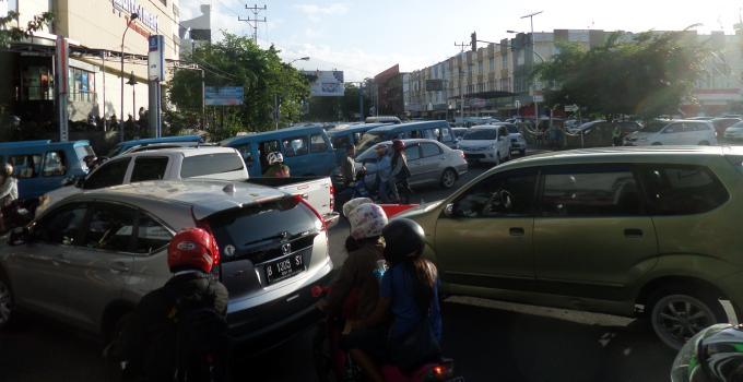Boulevard, Marina Plaza, Macet Belakang Multi Mart