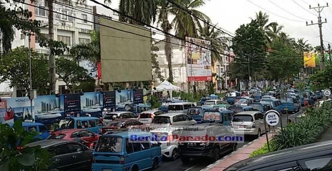 MACET - Kemacetan Jalan Piere Tendean Boulevard Manado