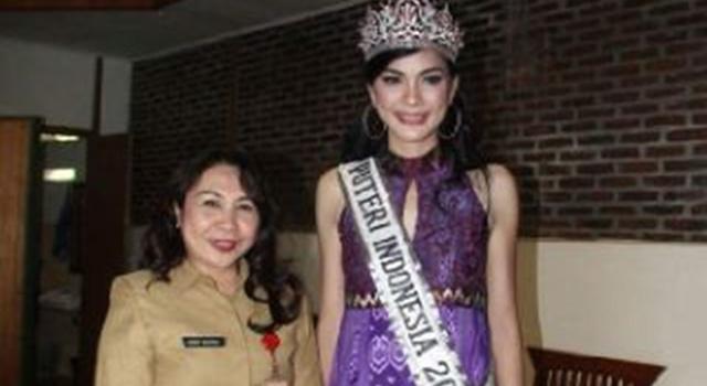 Kadisparbud Minahasa Debby Bukara Bersama Puteri Indonesia 2016 Kezia Warouw