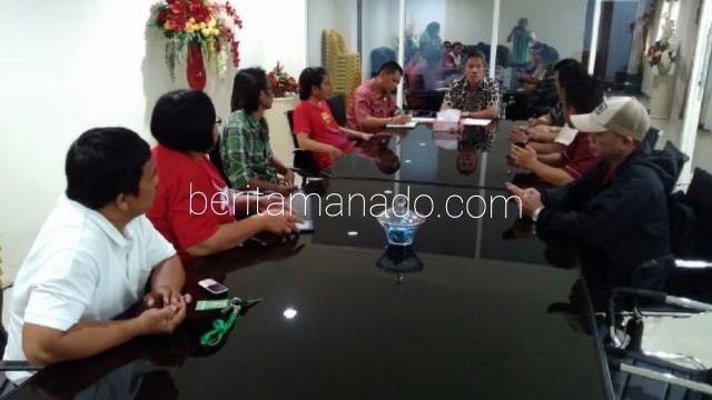 Wabup Frangky Wongkar Ditemani kabag Humas dan Asisten Satu Saat Coffee Morning Dengan Wartawan.