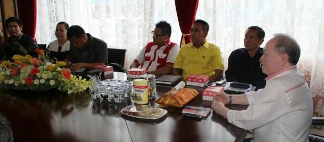 Komisi I DPRD Sulut ketika temui John Palandung