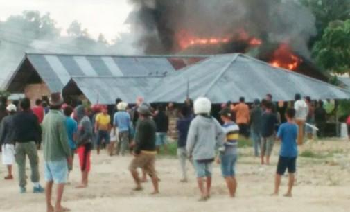 Sadis !!! 5 Rumah Dibakar, Ibu Hukum Tua Basaan Ikut Jadi Korban