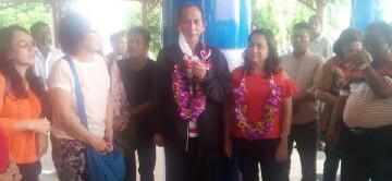 Hanny Sondakh ketika tiba di Bandara Sam Ratulangi