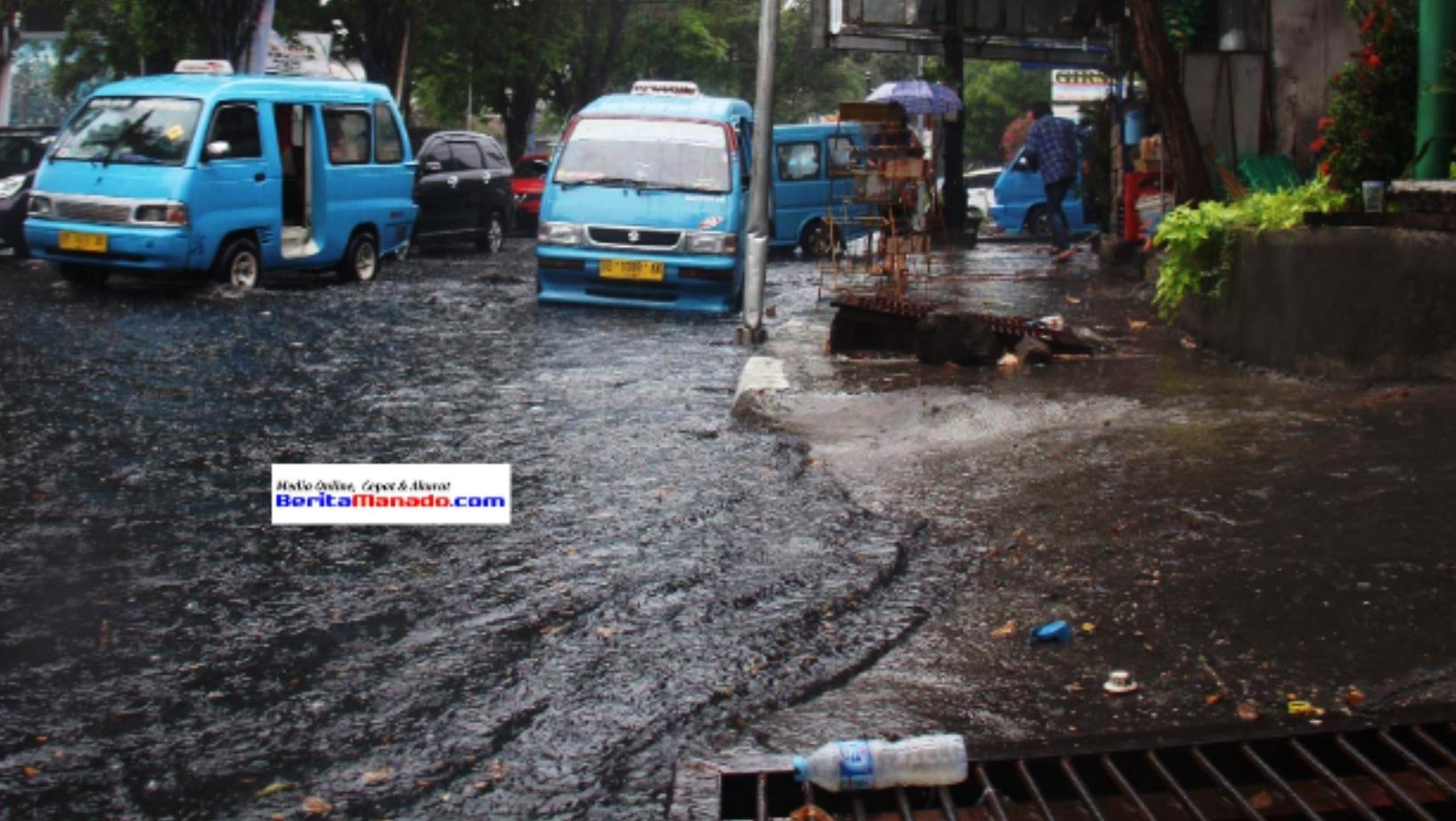 Genangan air di ruas jalan Piere Tendean