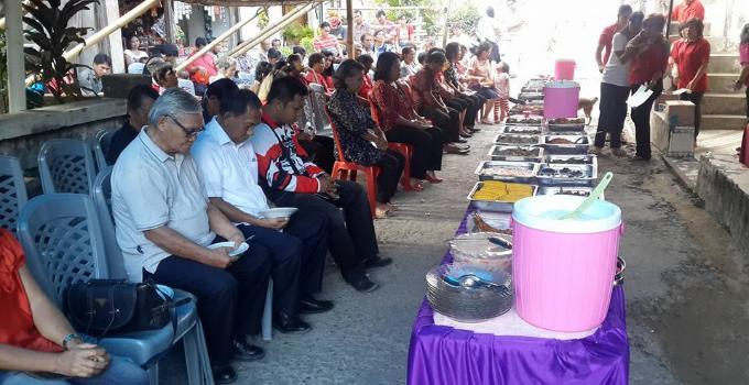 Lucia Taroreh reses berdoa makan