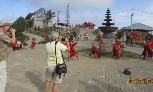 Kabupaten dan Kota Minimal Memiliki Satu Objek Wisata Unggulan