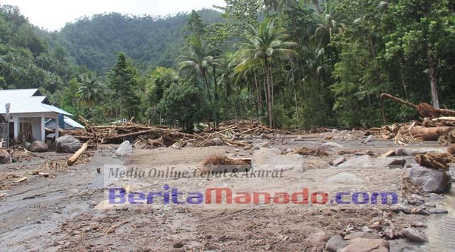 Banjir bandang dan tanah longsor di Sangihe