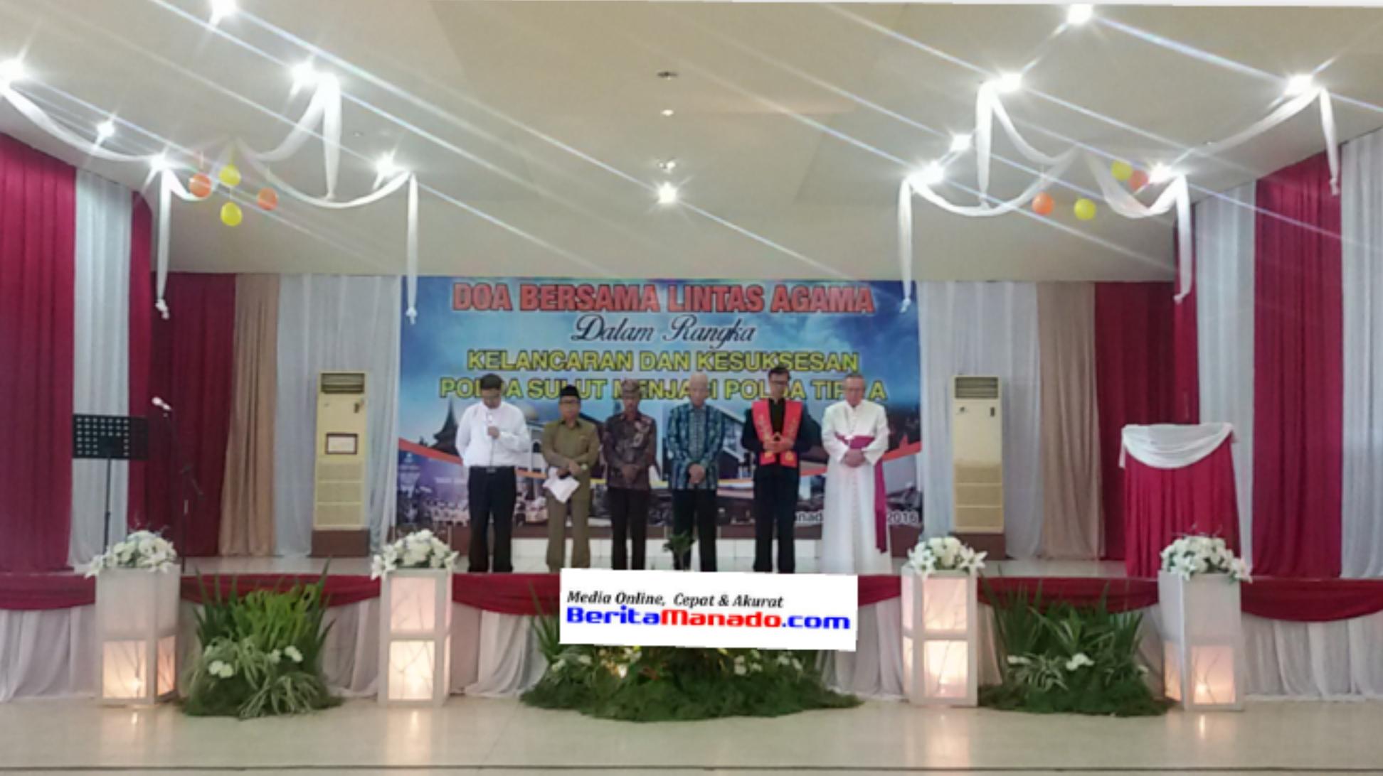 Para tokoh agama memimpin doa bersama di Mapolda Sulut