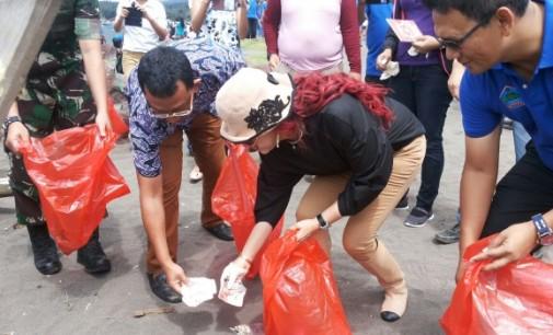 HUT Bhayangkara ke-70, Forkopimda Minut 'Lomba' Angkat Sampah