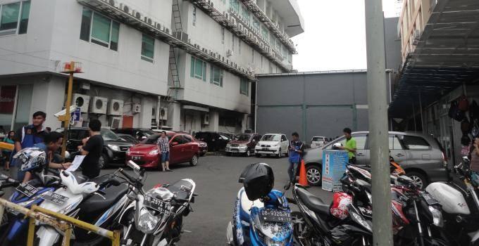 Area Parkir Siloam Hospital