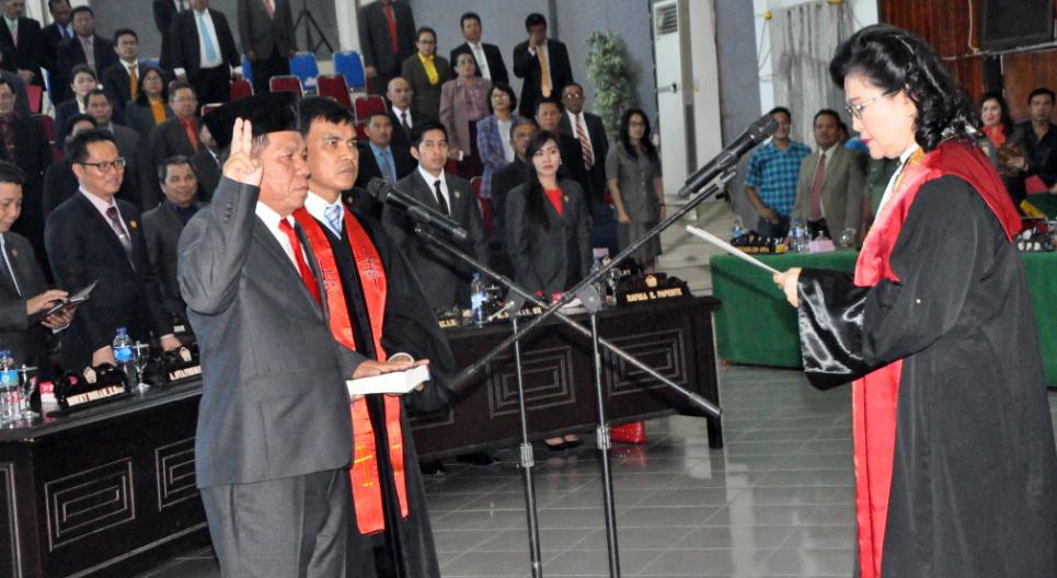Joel Jery Lengkong ketika diambil sumpahnya sebagai Wakil Ketua DPRD