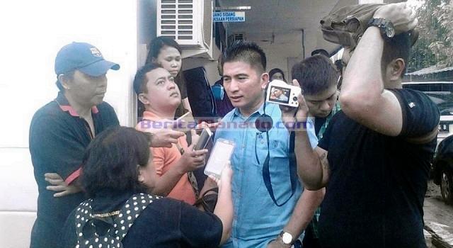 Ketua KPU Manado saat diwawancarai awak media usai mengikuti sidang sengketa Pilkada Manado di PTUN