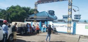 Diduga Penyebab Banjir, Warga Blokir Pintu PT MNS