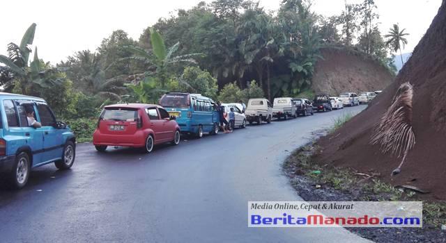 Kemacetan saat memasuki Desa Suluan