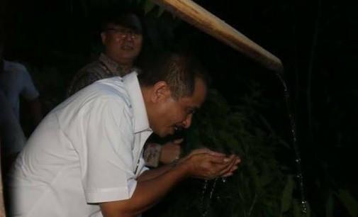 Wow !!! MenPar Arief Yahya Minum Saguer Dan Nikmati Mata Air Bersih Jiwa
