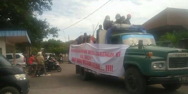 Para THL, Pala dan RT sementara mempersiapkan aksi