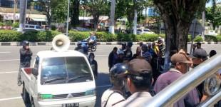Puluhan THL Gelar Demo di Depan Kantor Walikota