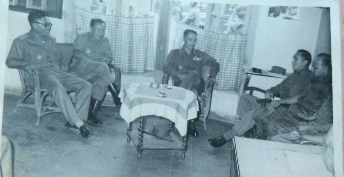 Broer Tumbelaka, Brigjen, Soenandar Prijosoedarmo, Jenderal AH Nasution, AE Kawilarang di Tomohon, sebelum upacaya di Papakelan Tondano