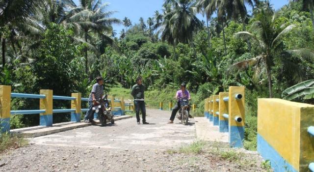 Jembatan Sampiri.