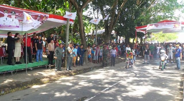 Ketua DPD Gerindra Sulut Vonnie Panambunan mengangkat bendera start, tanda dimulainya kejuaraan.