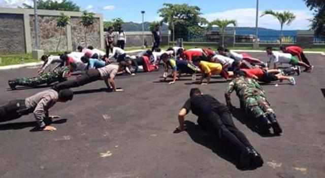 Kapolres Arya Pimpin Latihan Fisik Paskibraka Minsel
