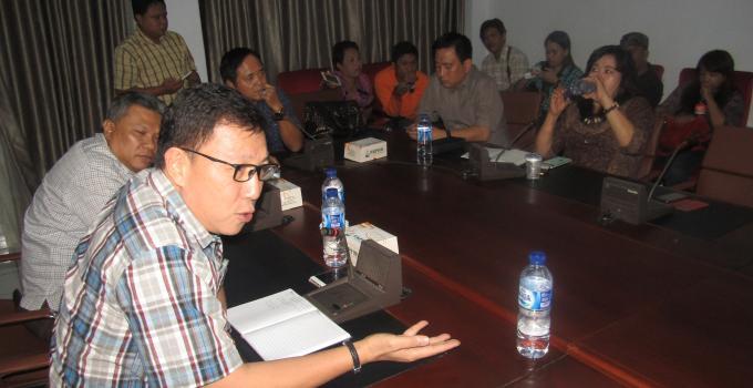 Teddy Kumaat merupakan salah-satu anggota DPRD Sulut yang sebelumnya berpindah-pindah partai dari PDIP ke Gerindra kemudian kembali ke PDIP