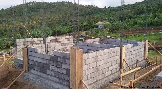 Salah satu rumah yang sementara dibangun