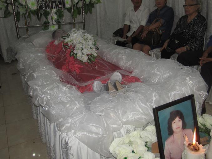 Almarhumah Hermin Tangkau di rumah duka Keluarga Lombok-Tangkau di Kleak