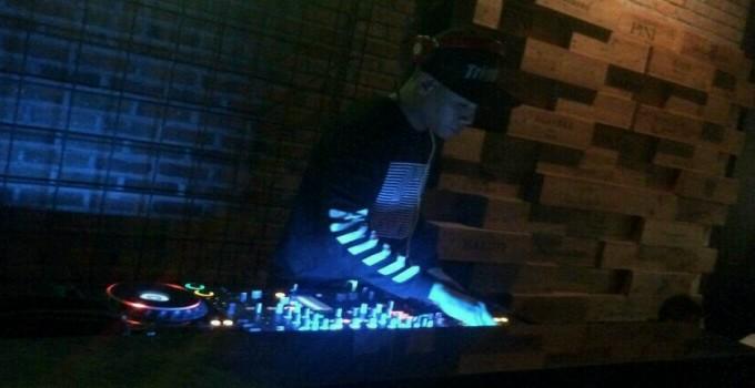 DJ Kinzi