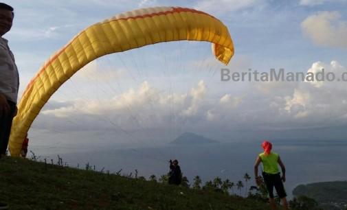 Objek Wisata Bukit Tetempangan, Surga Bagi Paragliding di Sulut