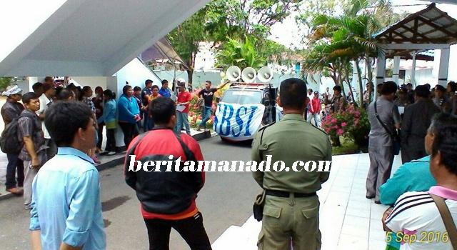 Demo buruh di Kantor DPRD Kota Bitung