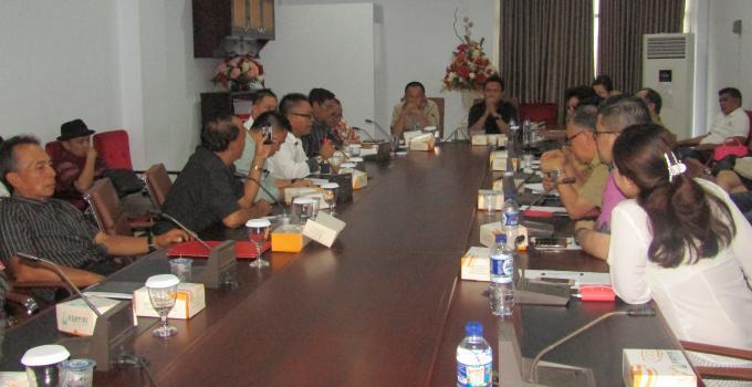 Hearing membahas harga cengkih di DPRD Sulut