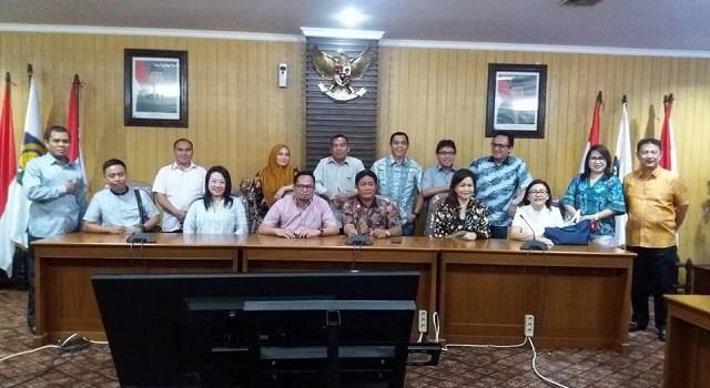 Foto bersama usai pertemuan antara Pansus RPJMD dan Kemendagri