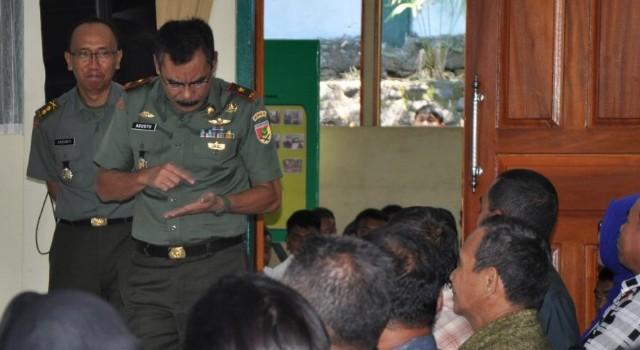 Dalam kegiatan temu bicara, Brigjen TNI Sulaiman Agusto SIP MM mengingatkan orang tua peserta seleksi calon bintara untuk tidak memberi uang sepeserpun dengan jaminan kelulusan