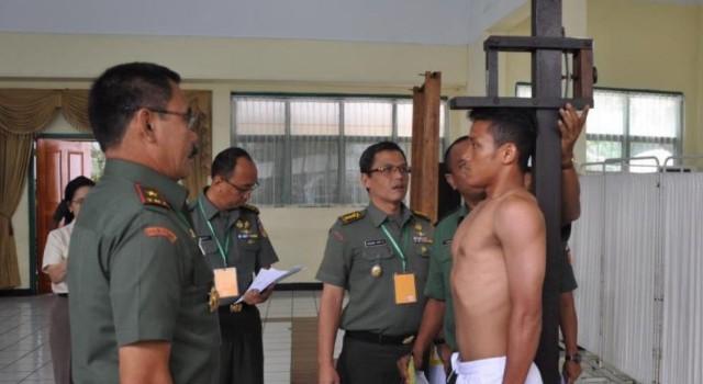 Proses cek awal peserta seleksi calon bintara dipantau langsung Danrem 131/Santiago Brigjen TNI Sulaiman Agusto