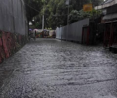 Ruas jalan yang tergenang air.