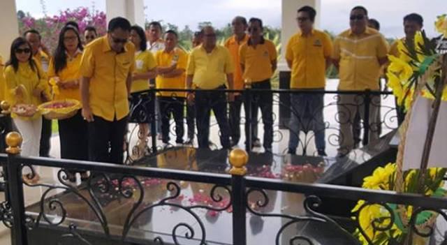 Careig Runtu saat berada di makam AJ Sondakh