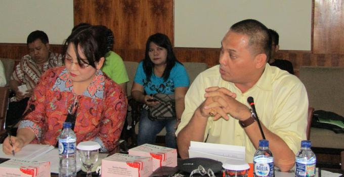 Denny Sumolang bersama Stella Purukan, kepala penyiaran TVRI Manado