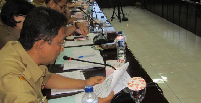EDWIN SILANGEN menjelaskan kepada BANGGAR DPRD SULUT