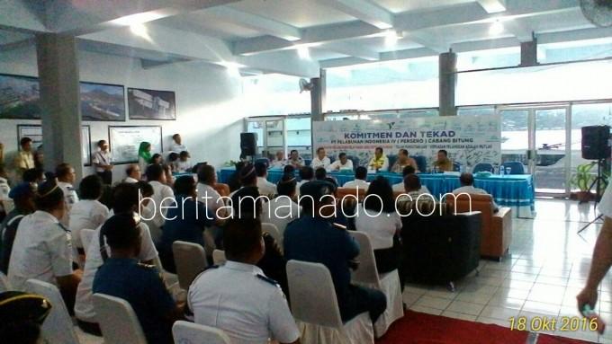 Menteri Perhubungan RI ketika mendengar pemaparan dari Pelindo IV