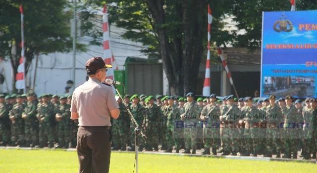 Kapolda Sulut Irjen POL Wilmar Marpaung saat memimpin apel gelar pasukan dalam rangka pengamanan kungjungan Presiden RI ke Sulut