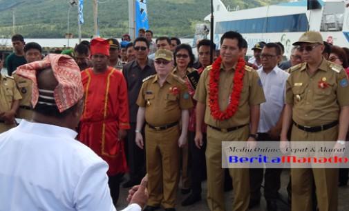 Injakkan Kaki di Tagulandang, STEVEN KANDOUW Disambut Dua Bupati Dan Upacara Adat