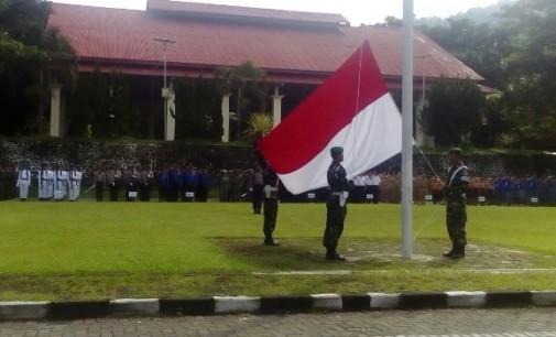 VONNIE PANAMBUNAN Inspektur Upacara Hari Pahlawan