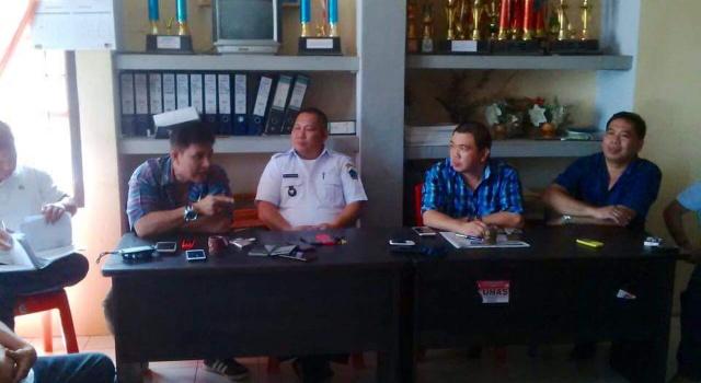 Komisi B melakukan dialog dengan Kumtua Desa Maumbi Djemmy Kalengkongan.